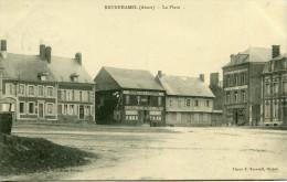 BRUNEHAMEL - La Place Hôtel De La Poste - Autres Communes