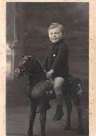 ¤¤  -  Carte-Photo D'un Jeune Garçon Sur Un Cheval De Bois     -  ¤¤ - Jeux Et Jouets