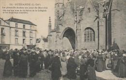 44 GUERANDE  La Place St-Aubin Un Jour De Marché - Guérande