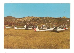 CSM : 83 - Fayence : Terrain D'Aviation : Planeurs Au Sol + Ville Au Fond - Fayence