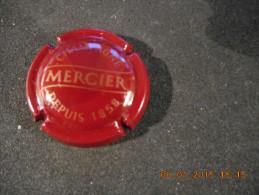 Capsule De Champagne MERCIER Depuis 1858 - Lettres Dorées Sur Fond Bordeaux - Mercier