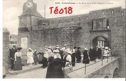 CPA Concarneau (29) - La Porte De La Ville Close Et Le Beffroi - Concarneau