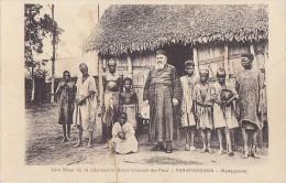 Afrique - Madagascar - Farafangana - Prêtre Et Lépreux - Léproserie Saint-Vincent De Paul - Madagascar