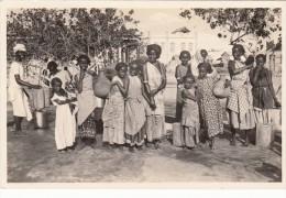 C.P. DJIBOUTI . TIMBRE 1935. FEMMES SOMALIES A LA FONTAINE. EDITIONS BERTRAND DJIBOUTI / 5531 - Djibouti