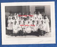 Photo Ancienne - VILLEURBANNE - Personnel D'une Clinique Ou Hopital ? Photographie U. Berriot - Santé Médecin Infirmiere - Métiers