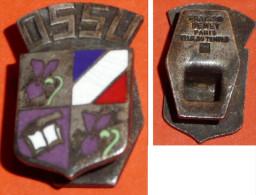 Rare bouton de col en m�tal argent� �maill�, �cusson OSSU, Office du Sport Scolaire et Universitaire Fraisse-Demey