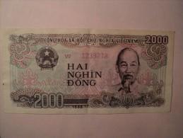 VIET NAM. 2000 DONG 1988. HAI NGHIN DONG. CONG HOA XA HOI CHU NGHIA VIET NAM NGAN HANG NHA NUOC VIET NAM. - Vietnam