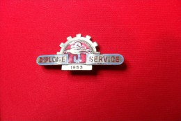 INSIGNE EMAILLEE  - DIPLOME SIMCA SERVICE 1953 - HIRONDELLE - VOITURE -