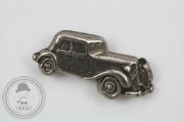 Old Classic Car Citroën -  Metal Pin Badge #PLS - Pin