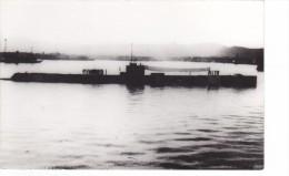 Batiment Militaire Marine Perou Sous Marin Contre Jour + Equipage - Boats