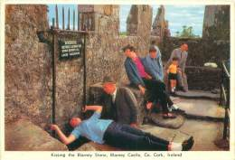 CPM - Kissing The Blarney Stone, Blarney Castle, Co. Cork - Cork