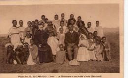 Lesotho.. Basutoland.. Animée.. Mission Du Sud-Afrique.. Le Missionnaire Et La Maître D´école - Lesotho