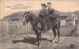 PAYSAN ET PAYSANNE REVENANT DE LA FOIRE / L AUVERGNE / CHEVAL - Auvergne