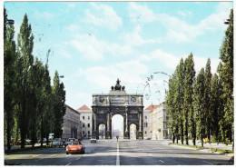 München: PORSCHE 911, VW T1-BUS & VW 1200, RENAULT 4 - Leopoldstraße Und Siegestor - (D ) - Toerisme
