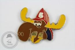 Fireman/ Firefighter Bullwinkle Character - Pin Badge #PLS - Bomberos