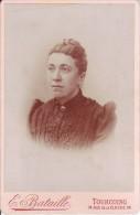 Tourcoing - Femme - Photo Albuminée Sur Carton Fort 10,8 Cm X 16,5 Cm - Photographe E. Bataille - Photos