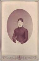 Roubaix - Femme - Photo Albuminée Sur Carton Fort 10,8 Cm X 16,5 Cm - Photographe E. Elkan - Anciennes (Av. 1900)
