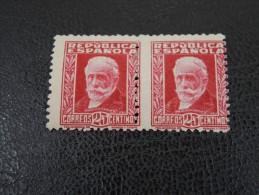 ESPAGNE - Variété - 1931 / 34 - N° Yvert 503 En Paire Avec Une Perforation à Cheval - Cote * 110 € - Lot N°1395 - 1931-50 Neufs