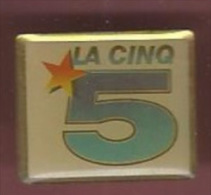 40741-Pin's.TV.télévisi On..medias.la Cinq. - Medias