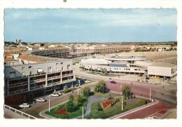 Cp, 17, Royan, Le Casino, La Plage, Ensemble Du Front De Mer - Royan