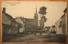 80 : Vignacourt - L'Eglise - Animée : Petite Animation - Plan Inhabituel - Angles Et Bords émoussés - (n°3414) - Vignacourt