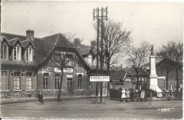 62 - VENDIN-LE-VIEIL - Pas-de-Calais - Fosse N° 8 - Le Monument Aux Morts Et La Gare - Francia