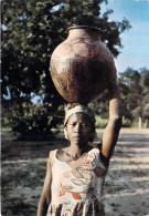 Afrique  Images du TCHAD  (a) (femme portant jarre d�eau sur la t�te) PRIX FIXE