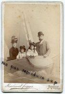 - Grande Photo Ancienne, Famille Hongroise, Bateau, Enfants, Chapeau Melon, Photo Kurziveil Frigyes,, Budapest, Scans. - Ancianas (antes De 1900)