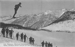CONCOURS INTERNATIONAL DE SKI ET KELLER CHAMPION SUISSE EXECUTE SON SAUT - Sports D'hiver