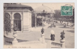 (RECTO / VERSO) VITTEL EN 1908 - N° 70 - LES GALERIES AVEC PERSONNAGES - Vittel Contrexeville