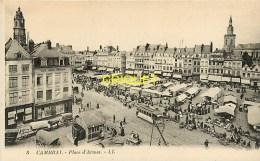Cpa 59 Cambrai, Place D'Armes Un Jour De Marché, Stands, Chariots, Tramway.... - Cambrai