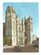 Poitiers- La Cathédrale-voitures Renault- Dauphine - 4cv(A.4711) - Voitures De Tourisme