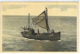 Visserschepen  Oostende  O 32   Bateaux Près Du Port D´Ostende  Terug Van De Visvangst  Retour De Pêche - Oostende