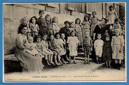 78 - EPONE --  L'Avenir Social - En Famille Devant La Maison - Epone
