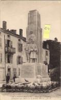 NEUFCHATEAU 88  Place Des Cordeliers  Monument De La Grande Guerre  Animée - Neufchateau