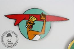 Rare Big Pin Up Girl With Red Surf Table - Signed Saggay & F. Thomas - Pin Badge #PLS - Pin-ups