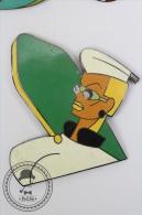 Rare Big Pin Up Girl With Green Surf Table - Signed Saggay & F. Thomas - Pin Badge #PLS - Pin-ups