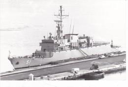 Batiment Militaire Marine Chili Almirante Padilla A Quai 1983 Signee Martinelli  Coque 51 - Boats