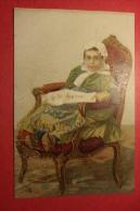 """Cp """" Le Petit Journal"""" Fillette Sur Fauteuil Lisant  """"le Petit Journal"""" Sur Carton - Autres"""