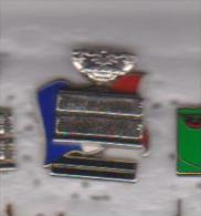 Pin's   COUPE FRANCE SUISSE 1992 DOUBLE MOULES  SIGNE ARTHUS BERTRAND - Tennis
