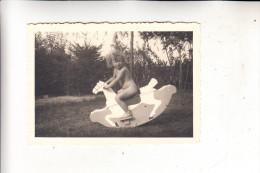 KINDER - PHOTO - Mädchen Mit Schaukelpferd - Portraits