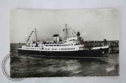 Old Postcard Paquebot Lisieux Arrivant A Dieppe. Le Plus Moderne Des Paquebots S.N.C.F. - Unposted - Ships
