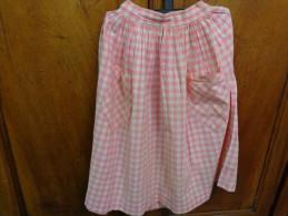 Jupe Vintage Hauteur 59cm X 58 Cm De Tour De Taille Coloris Rose A Carreaux---- - Vintage Clothes & Linen
