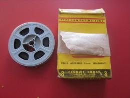 LA LOUBE CORSO FLEURI LE PRADET 1957 Bobine Film Amateur sc�ne localis�e Kodak 8 mm cin�matographie envoi postal EMA