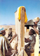 Afrique LESOTHO ( Tissage Métier)(Cpm  Photo Perret - Société Des Missions évangéliques) *PRIX FIXE - Lesotho