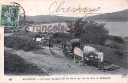 (64) Biarritz - Attelages Basques Sur Les Bords Du Lac Du Bois De Boulogne - En état : Pliures - 2 SCANS - Biarritz