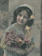 """ENFANTS - LITTLE GIRL - MAEDCHEN - Jolie Carte Fantaisie Portrait Fillette Et Fleurs """"Bonne Année"""" - Portraits"""