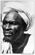 TCHAD- R�gion du Mourdi-Forgeron nomade de la Tribu des Ounias