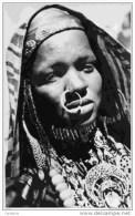 TCHAD Sahara Oriental--Femme Touboue par�e de ses bijoux -anneau dans le nez Clich� Bourdelon