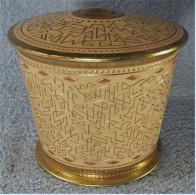 Jacobs Kaffee Blechdose  -  Alt  -  Goldfarbiges Metall  -  Mit Muster  -  Durchmesser Ca. 12 Cm - Cannettes